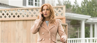 An Aurora Teagarden Mystery: Three Bedrooms, One Corpse